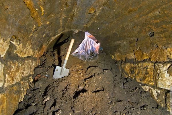Тоннель из белого камня