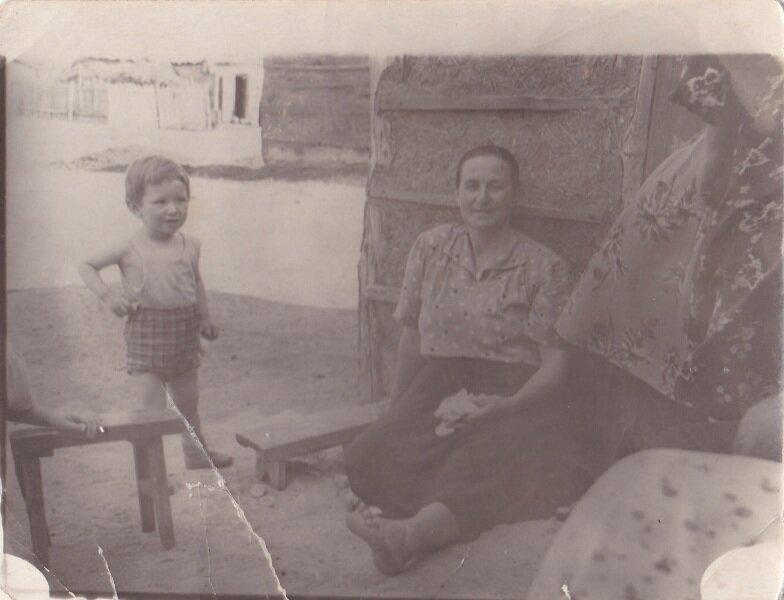 во дворе 1956 год.