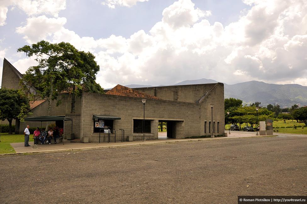 0 14e9ef 48982723 orig День 171. Кладбище, где похоронен колумбийский наркобарон Пабло Эскобар, и его дом в Медельине