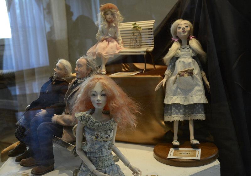 Выставка Госпожа Кукла. Гомельский дворец Румянцевых и Паскевичей