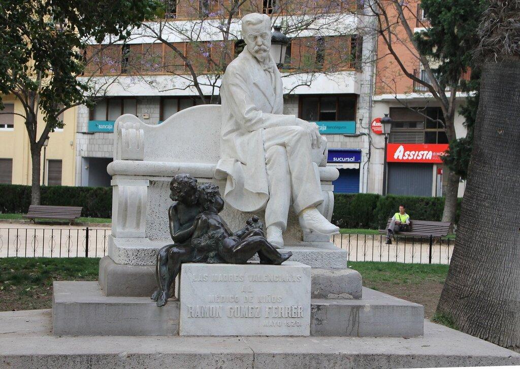 Валенсия, сад Глориета, памятник врачу Раймону Гимесу Ферреру
