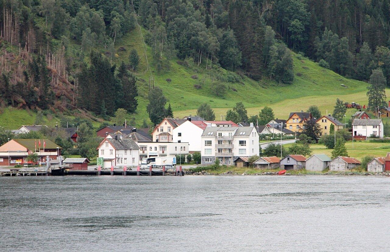 Norway, Nordalsfjorden, Ferry. Eidsdal. Эйтсдал. Норвегия, Нордалсфьорден, паром