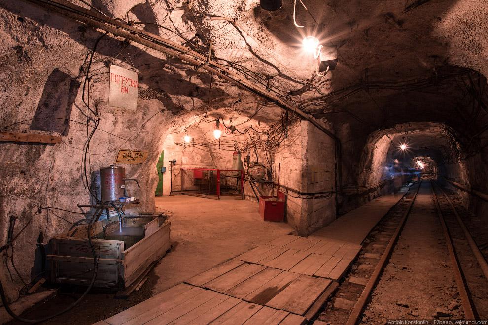 6. В начале шахты даже есть навигация.
