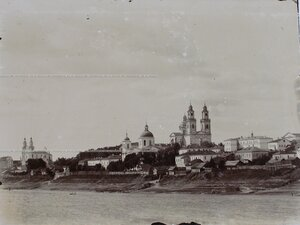 Вид на город с левого берега р. Двины;справа- Николаевский собор, в центре-  Богоявленский монастырь, слева- Софийский собор.