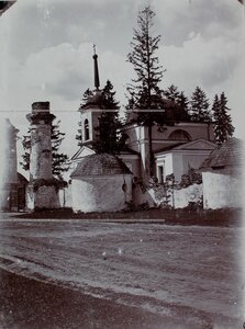 Вид на церковь в окрестностях города.