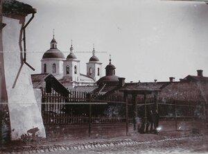 Вид на здания Богоявленского монастыря.
