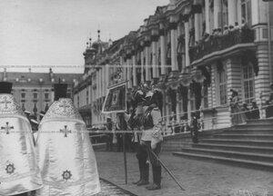 Полковой георгиевский штандарт на молебне перед началом парада  полка по случаю  200-летнего юбилея.
