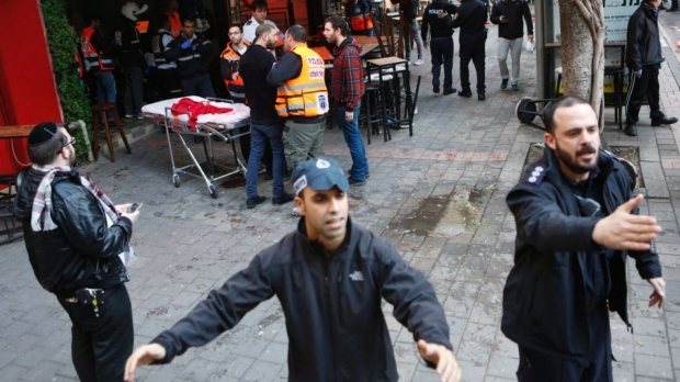 Один человек умер, восемь пострадали при стрельбе вцентре Тель-Авива