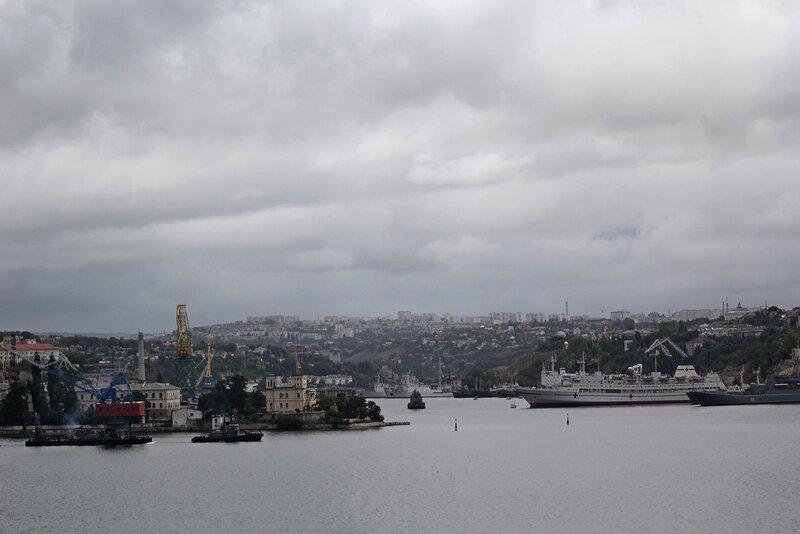 Вид на Артбухту и стоянку кораблей