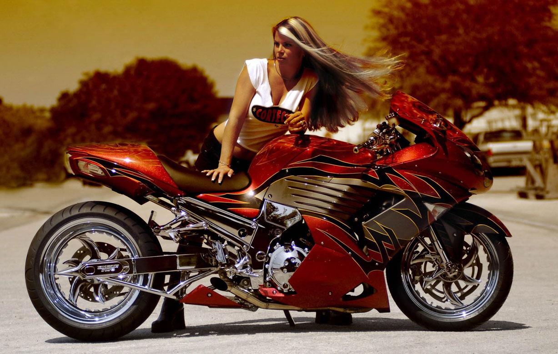 девушка и красный мотоцикл