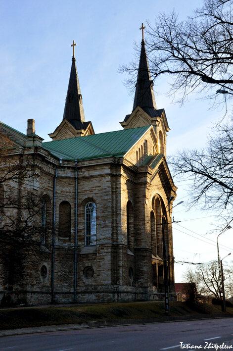 Kaarli kirik Tallinnas на закате