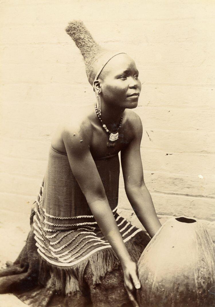 Женщина Нгуни с прической, характерной для данного периода. Южная Африка конца XIX века