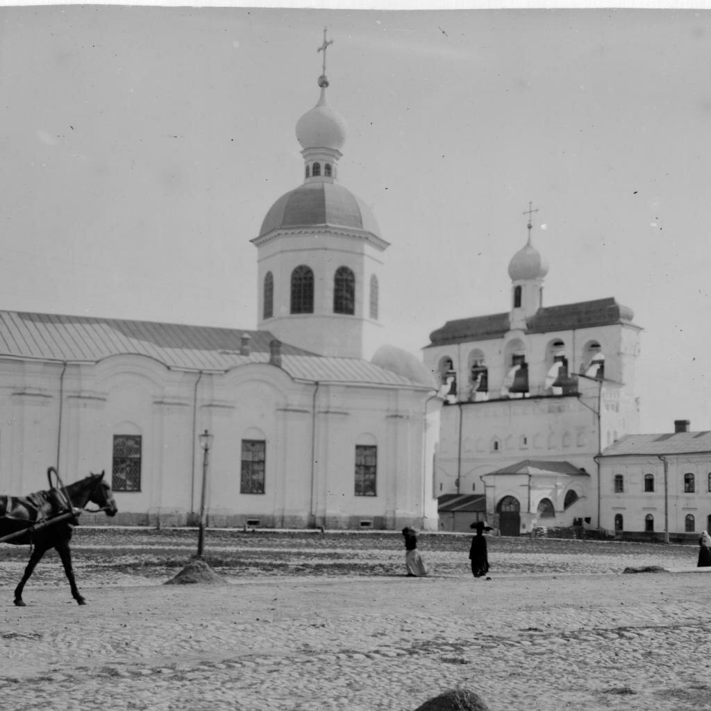 Кремль. Входо-Иерусалимская церковь и звонница