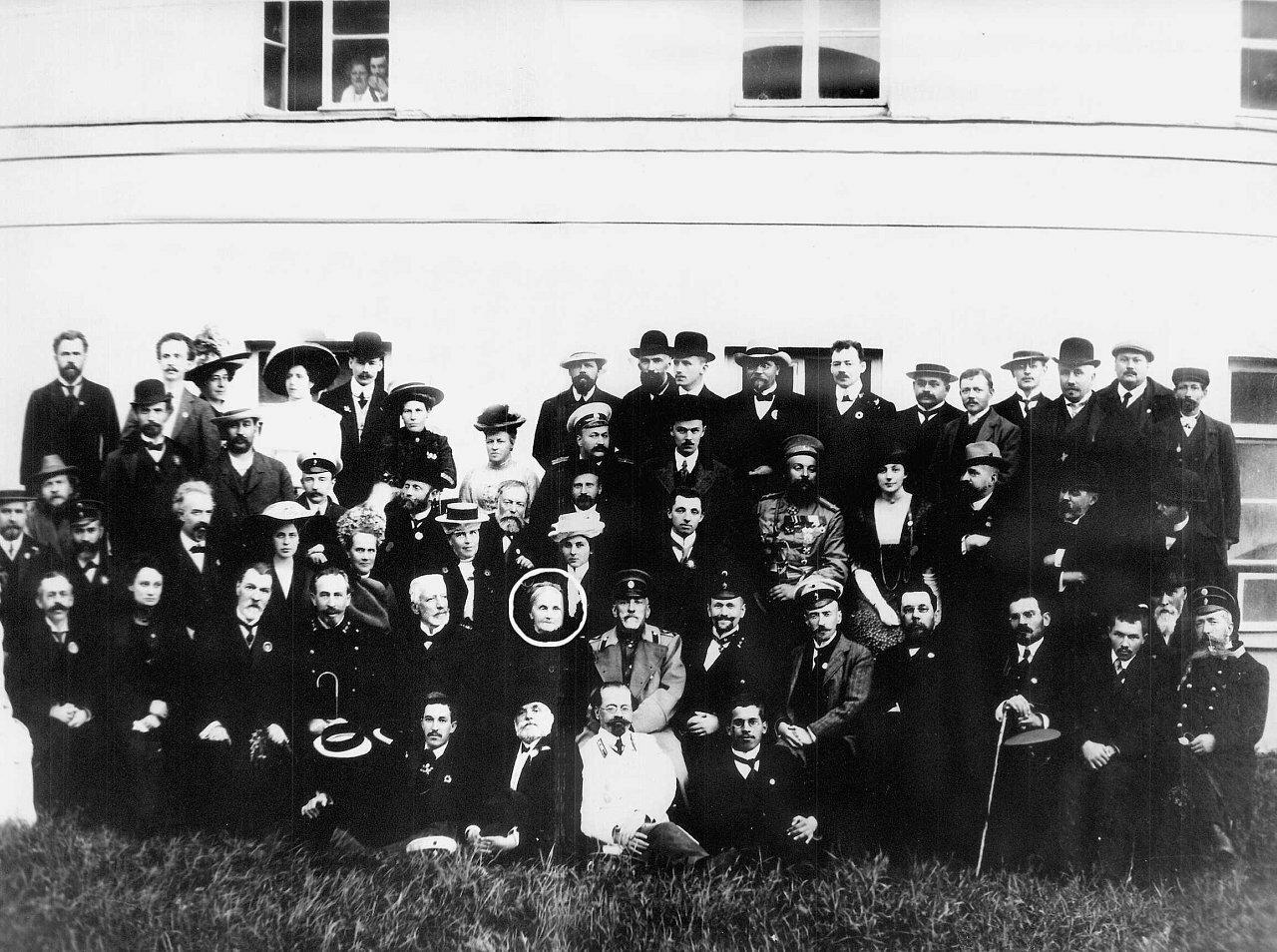 Участники XV археологического съезда в в Новгороде. 1911