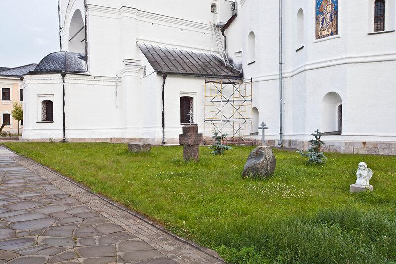 Высоцкий Серпуховской мужской монастырь - место древних захоронений