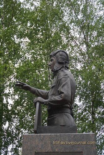 Памятник генерал-полковнику Д.А. Драгунскому, Солнечногорск