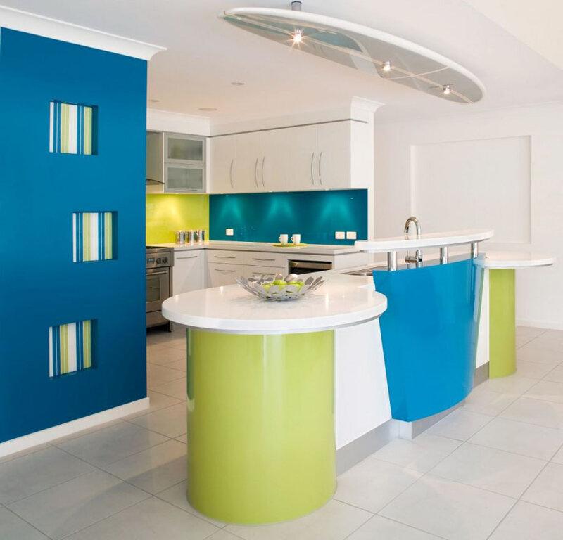 Современный дизайн кухни - яркий и веселый