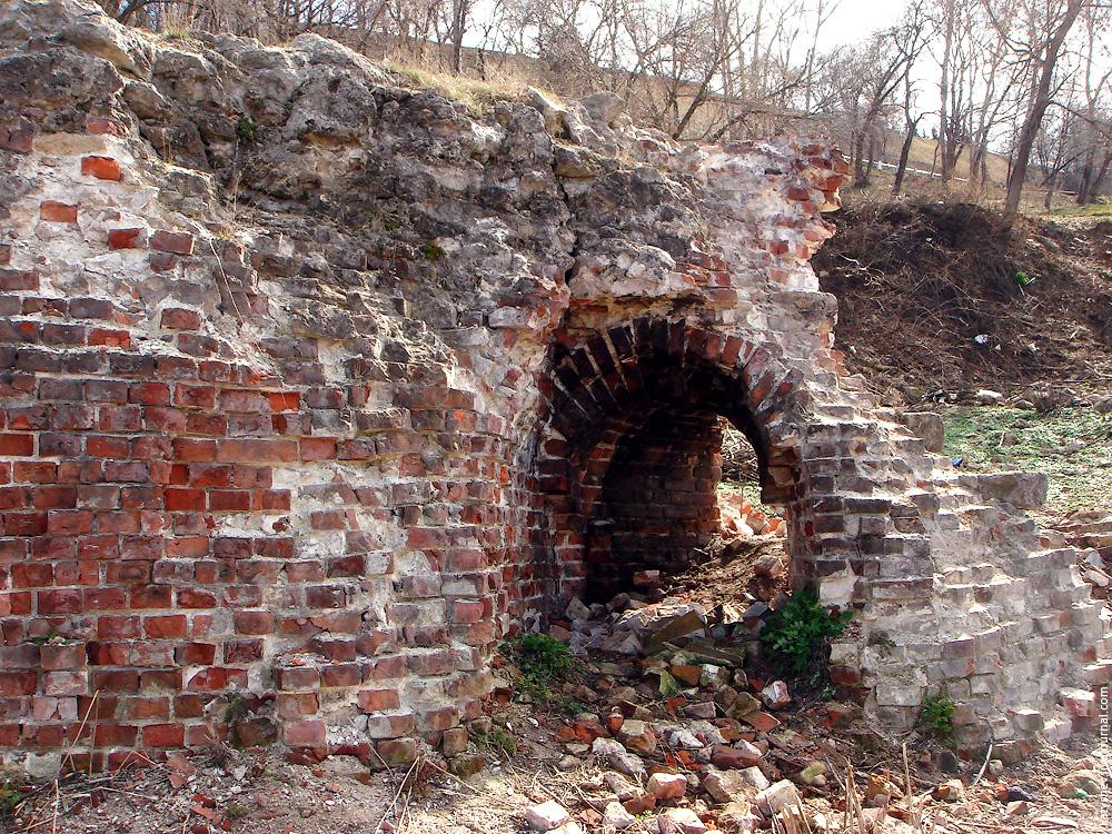 Руины в 2006 году