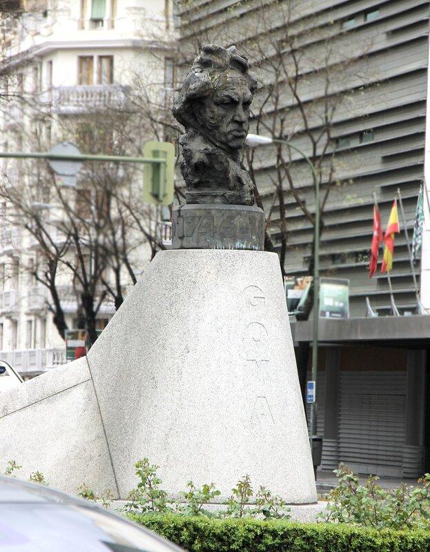 Мадрид. Проспект Алькала.  Бюст Франсиско Гойя. Goia monumento.