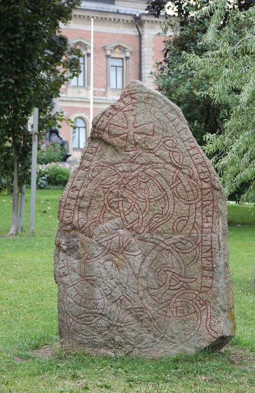Уппсала, Университ. Рунический камень. Runestine.   Uppsala University