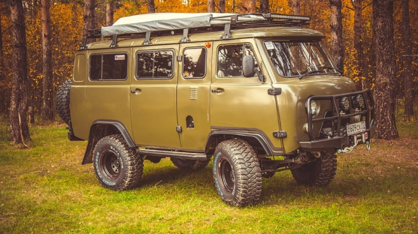 Сегодня мы расскажем вам о впечатляющем внедорожном монстре УАЗ 2206, владельцем которого является М