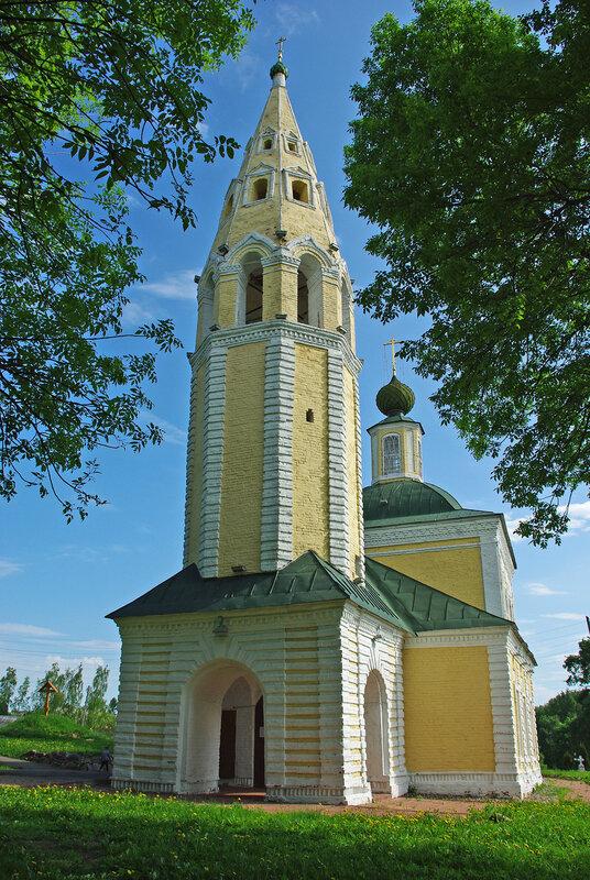 Троицкая церковь на погосте