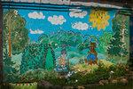 Рисунок на стене у детского сада.