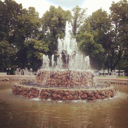 фонтан в парке Репина (Болотная площадь)