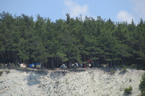 Палаточный лагерь на берегу Черного моря