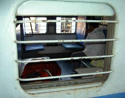 В слипер-вагоне, или как тупят индусы