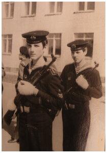 ПОДГОТОВКА К ПАРАДУ КЮМ (Клуб Юных моряков) г.Тольятти, 1973г.