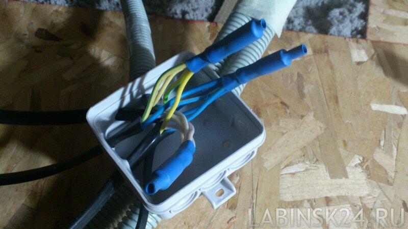 расрпеделительная коробка с опрессованными соединениями и изолированная термоусадочной трубкой