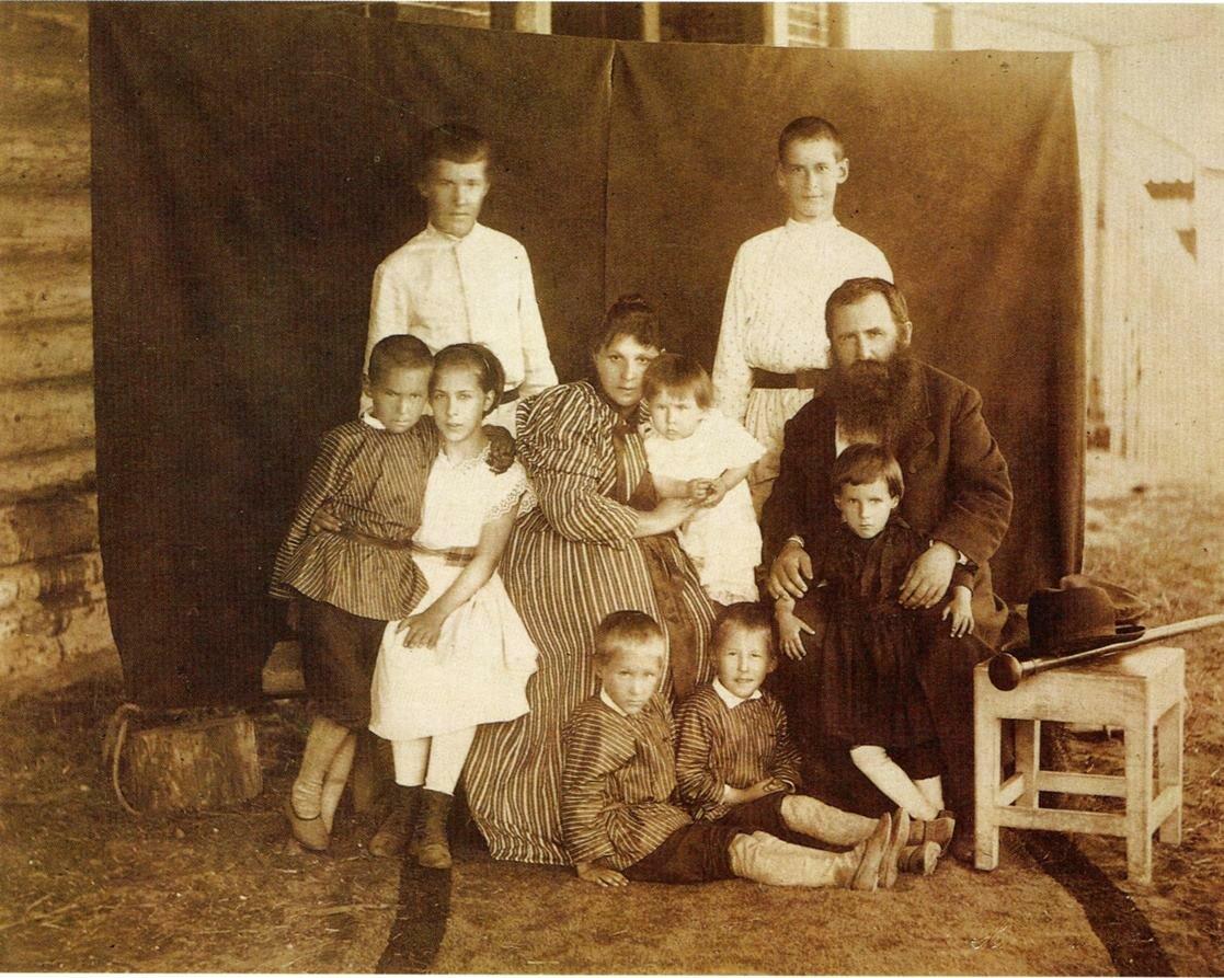 В.И.Виноградов с семьей