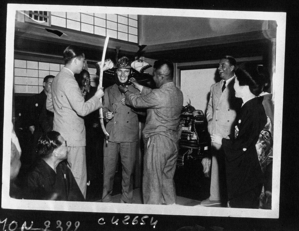 Чарли Чаплин в Японии