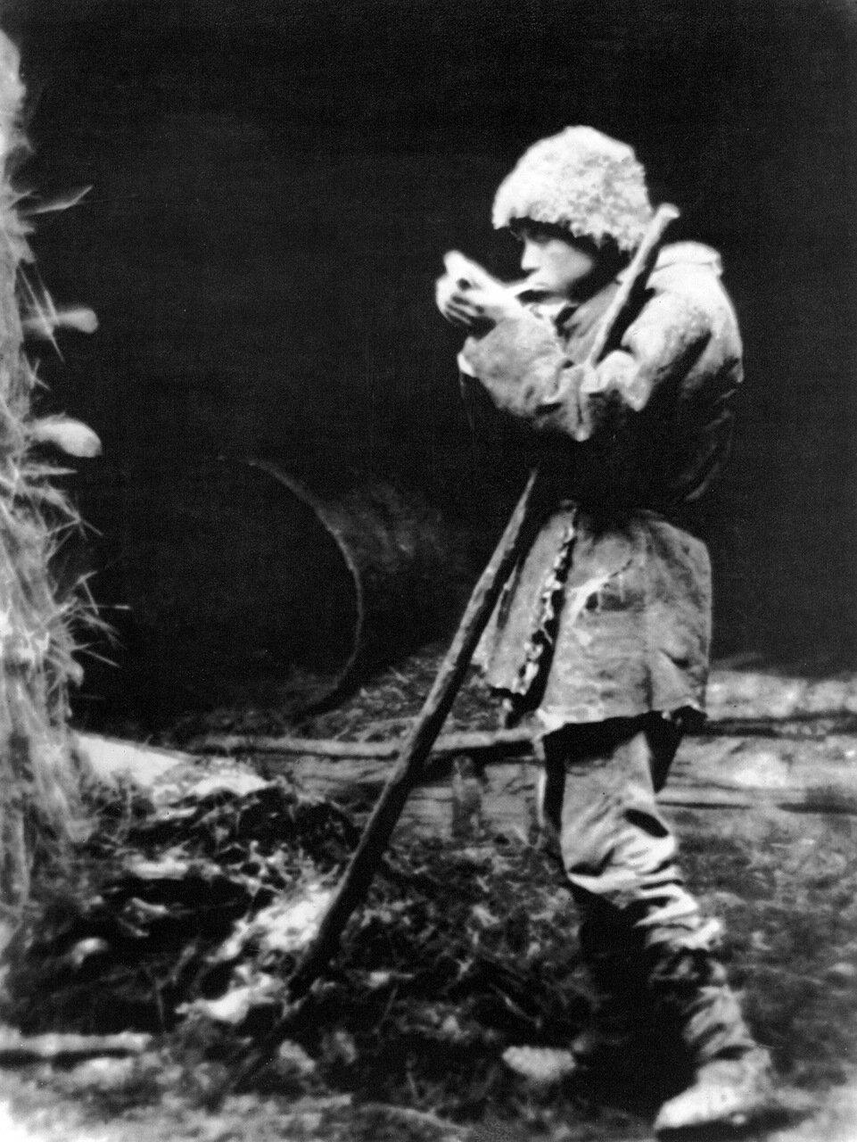 1929. Закурил