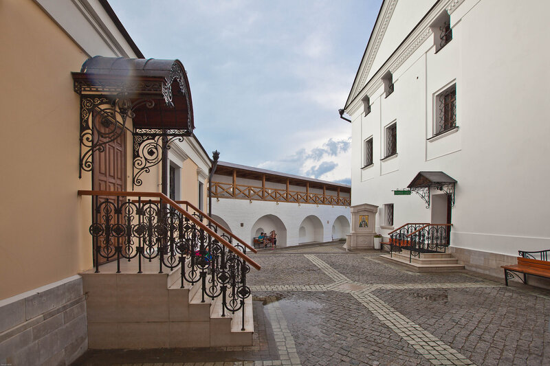 Высоцкий Серпуховской монастырь - монастырский двор