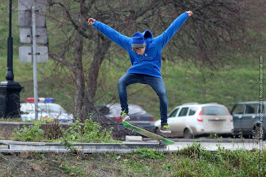 скейтер на набережной Ярославля