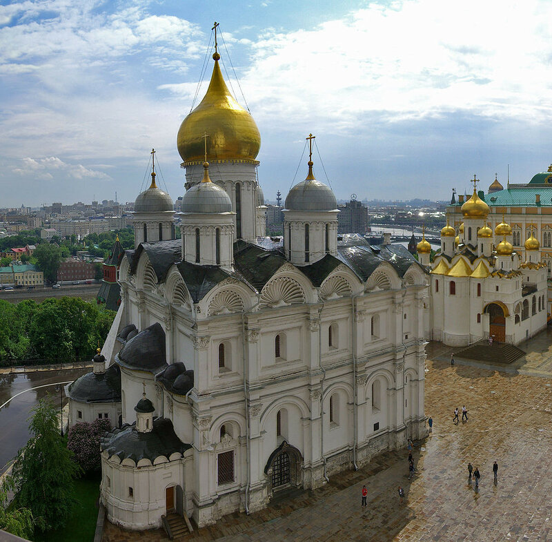 1024px-Cathedral_of_the_Archangel_in_Moscow_Kremlin.jpg