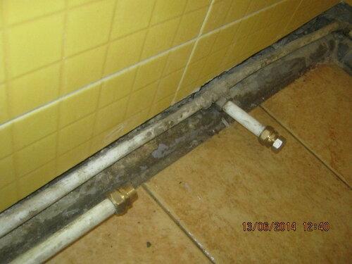 Джакузи демонтировано. Приготовили трубы для подключения новой ванны