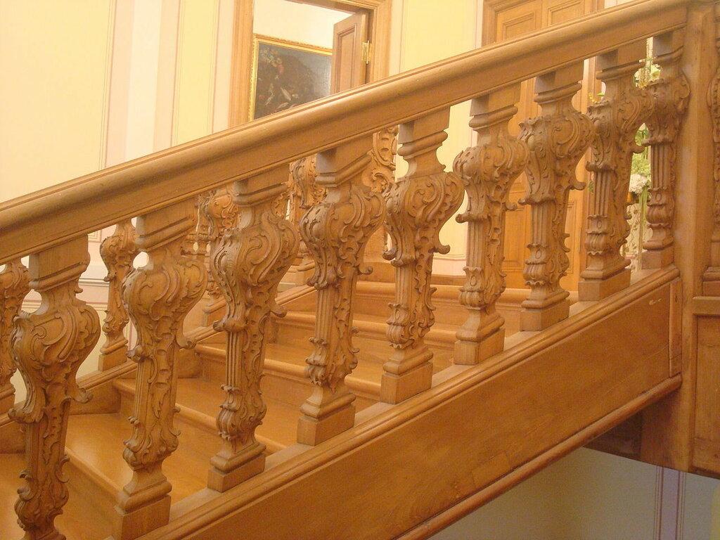 1280px-Staircase_Menshikov_Palace.JPG