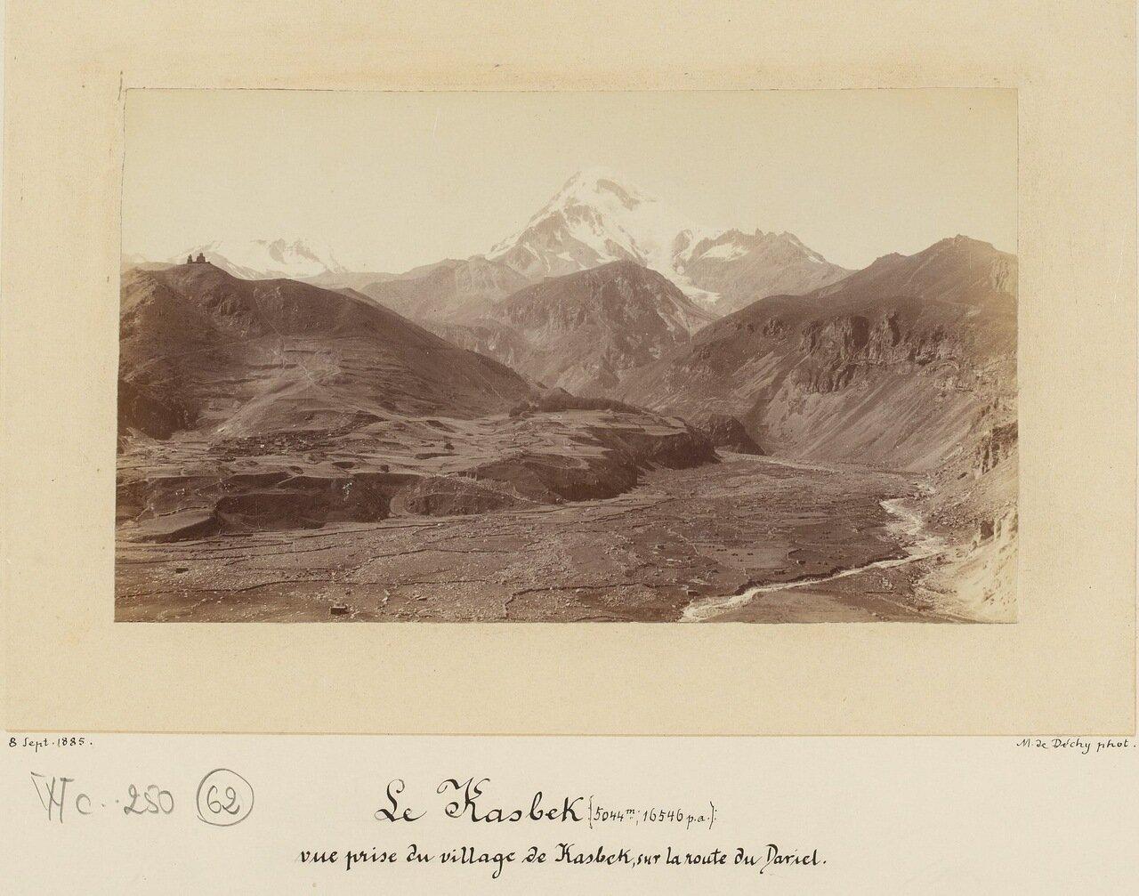Гора Казбек (5044 м), вид из деревни Казбек