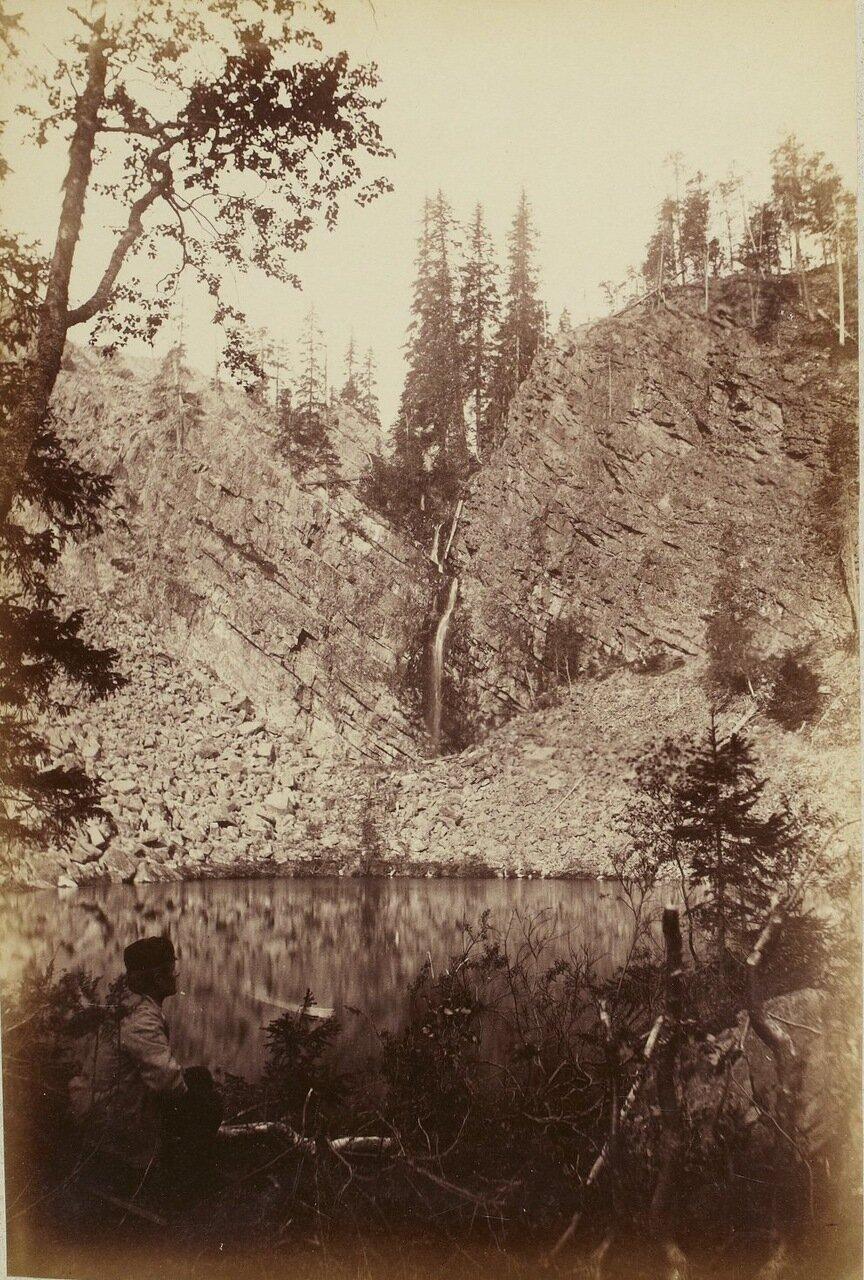 Небольшое озеро на вершине горы, Пихатунтури.