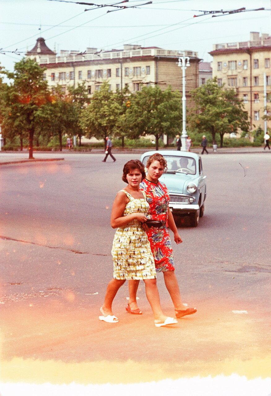 Минск. Молодые девушки
