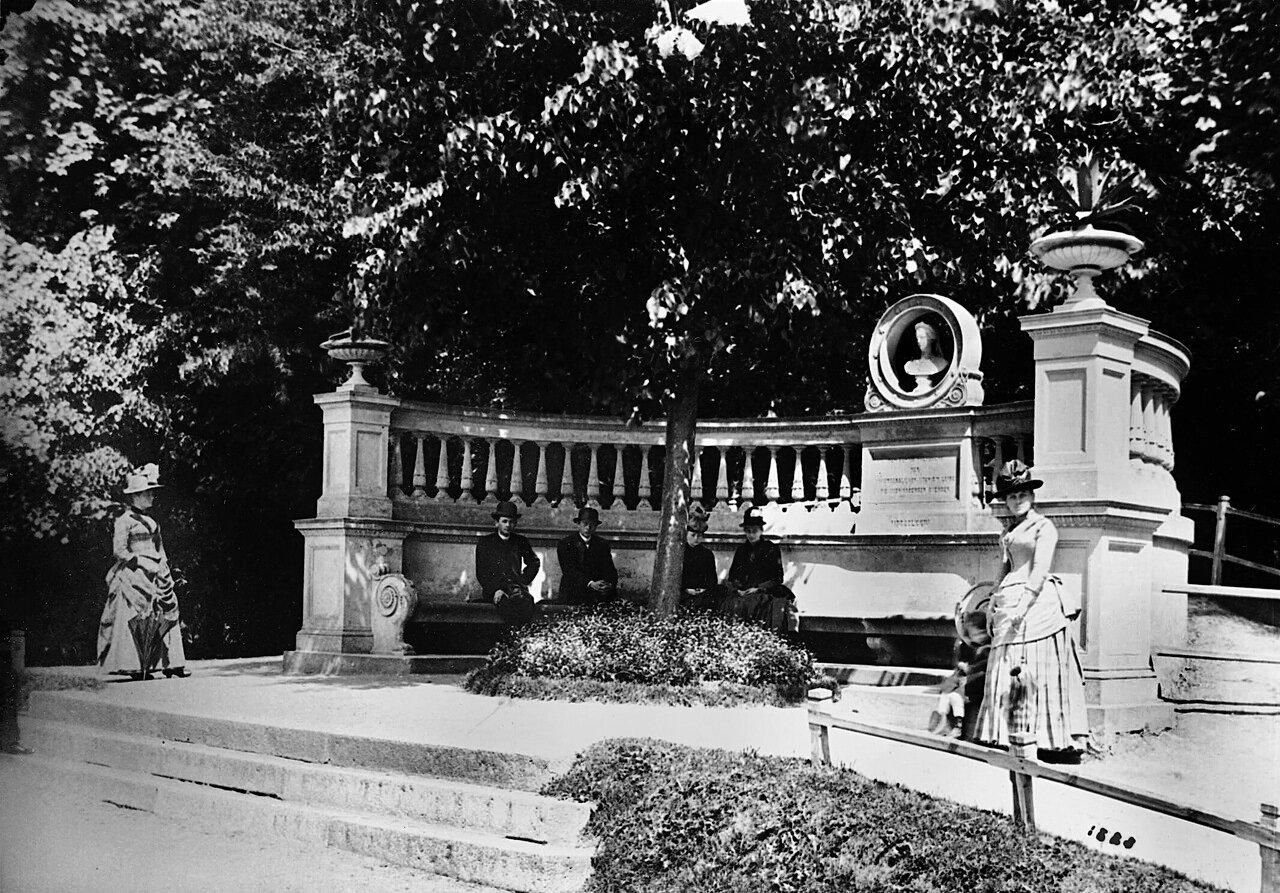 Памятник Королеве Луизе в парке Королевы Луизы