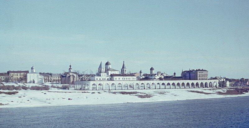 Новгород. Вид с Софийской стороны на Ярославово дворище