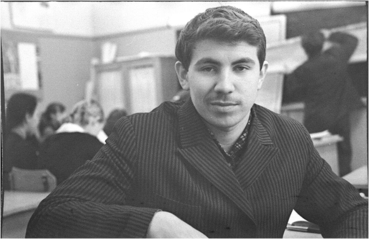1969-70 класс 8 В История.  Андрей  Мануков
