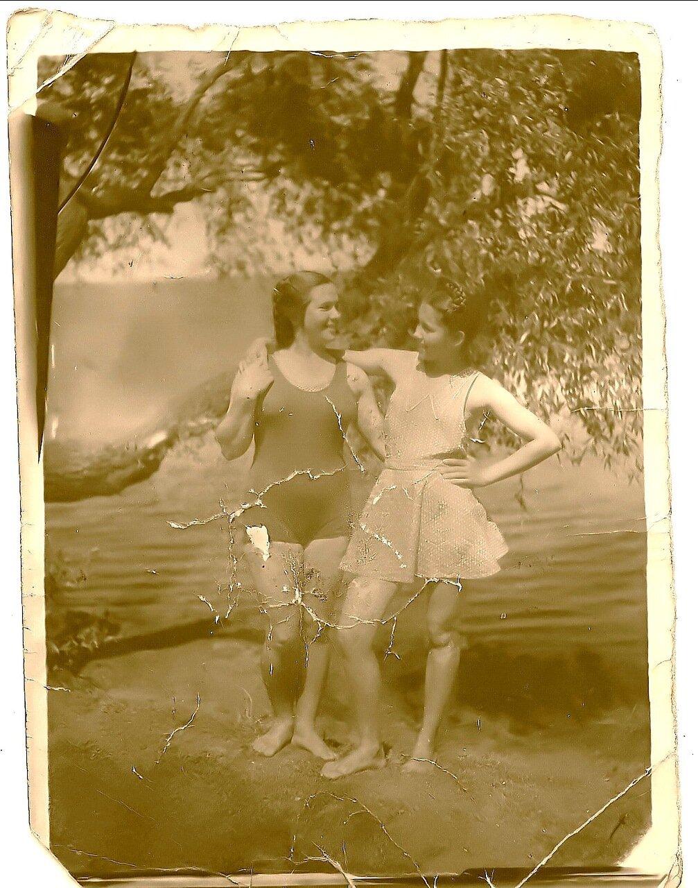 1951. Батмановка. Пионерский лагерь. Светлана и Лида