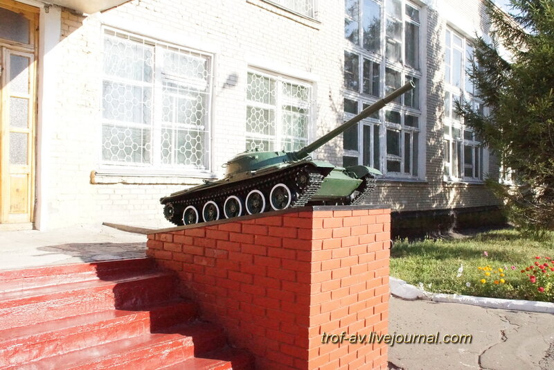 Макет танка Т-62 на пъедестале, Музей боевой истории ОТИИ, Омск