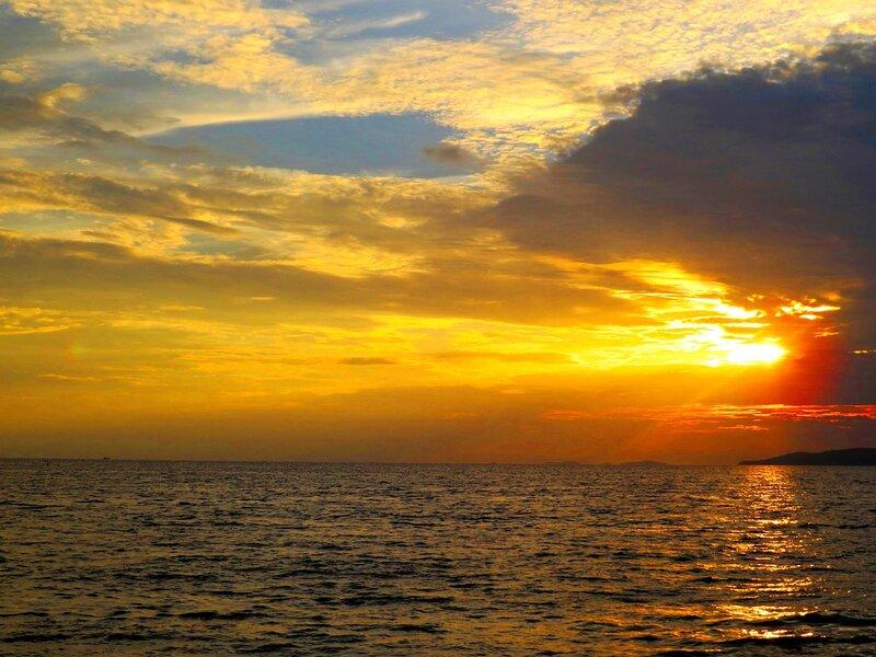 Вечером на море