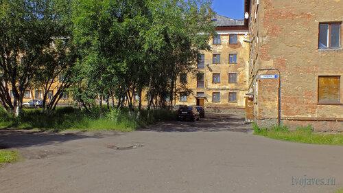 Фото города Инта №5192  Южная сторона Гагарина 1 16.07.2013_12:43